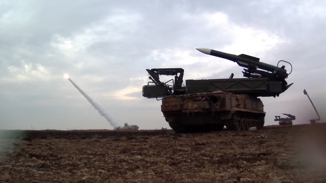 VIDEO: Sistemas de defensa aérea escalonada rusos destruyen misiles aerobalísticos y de crucero durante ejercicios de artillería antiaérea