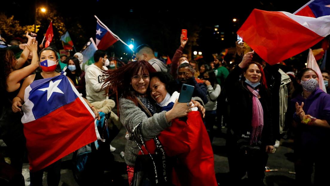 """Arrasa el """"Apruebo"""": la mayoría de los chilenos está a favor de una nueva Constitución, según el escrutinio definitivo"""