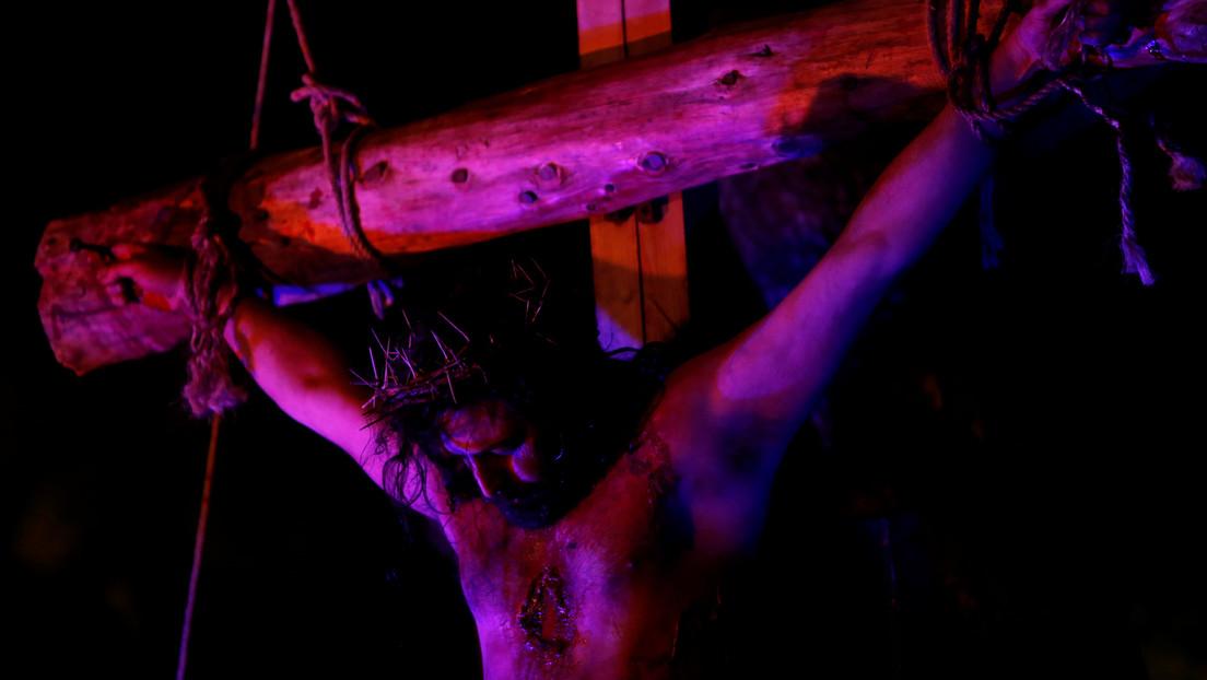 Encuentran fragmentos de huesos y madera en unos clavos de hace 2.000 años y especulan con que sean con los que crucificaron a Jesucristo