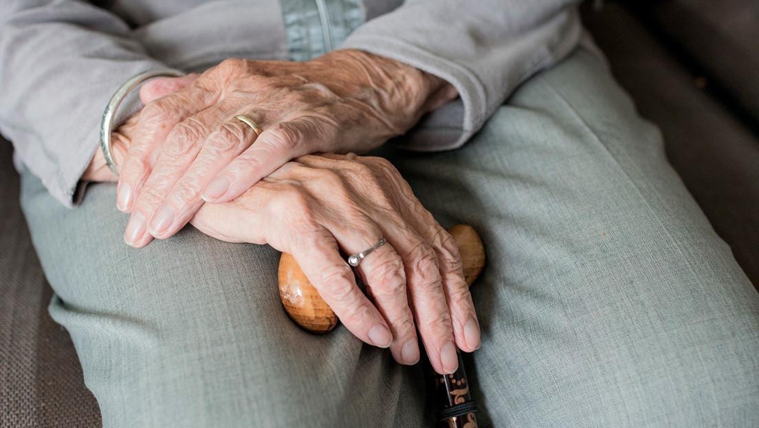 VIDEO: Anciana de 104 años confinada por el covid-19 pide entre lágrimas que la dejen ver a su familia antes de morir