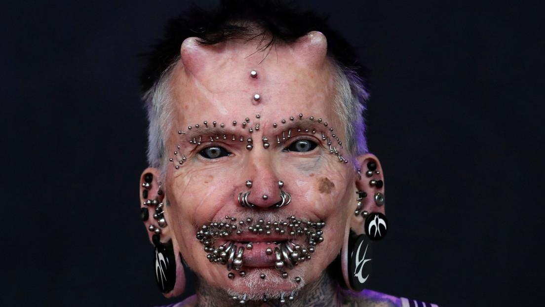 VIDEO: Esta es la persona con más modificaciones corporales, incluidos dos cuernos y más de 450 'piercings'