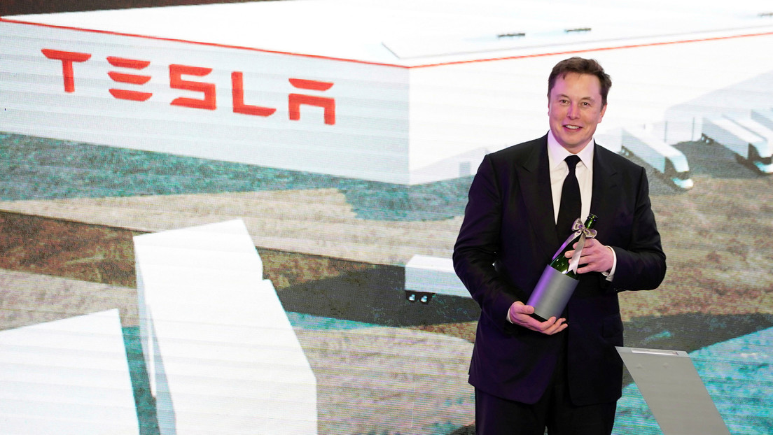 "Elon Musk predicts who will be next ""product killer"" of Tesla"