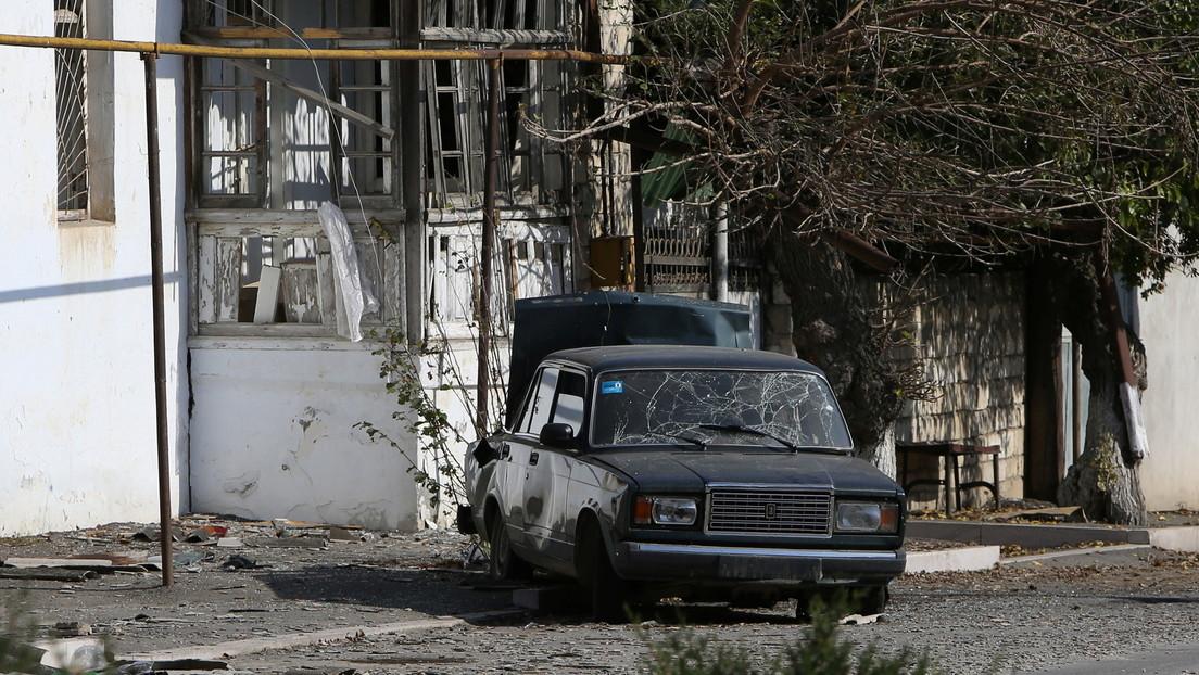 VIDEO: Periodistas evitan por poco el impacto de un proyectil contra su auto en Nagorno Karabaj