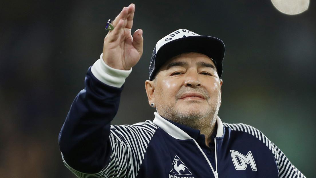 Maradona se aísla de forma preventiva luego de que su guardaespaldas presentara síntomas de covid-19