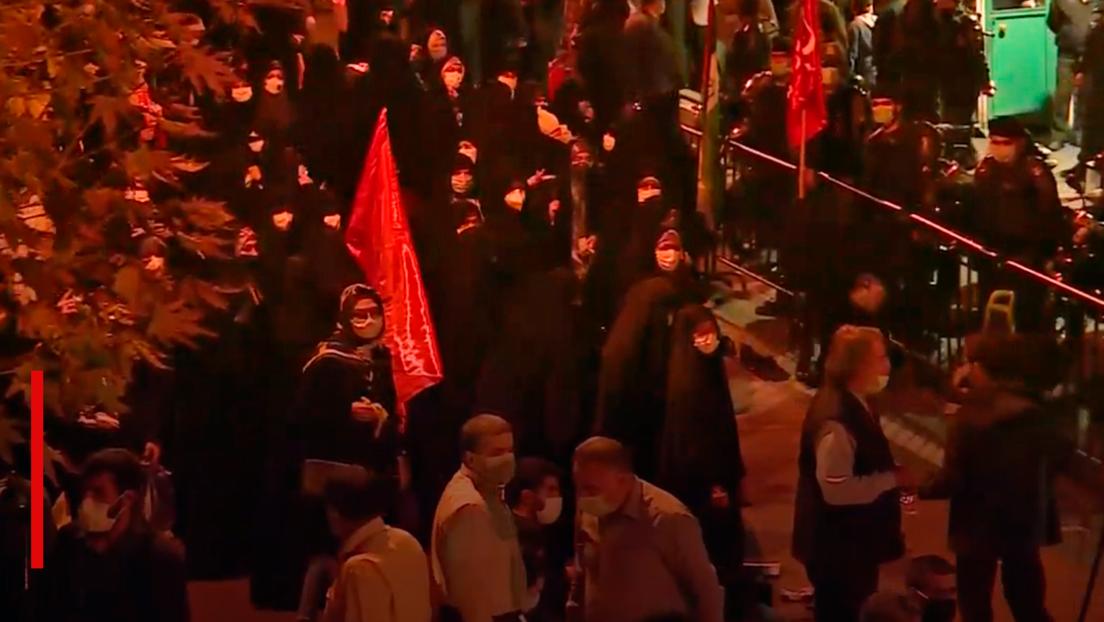 VIDEO: Protesta frente a la embajada francesa en Teherán tras los comentarios de Macron sobre el islam
