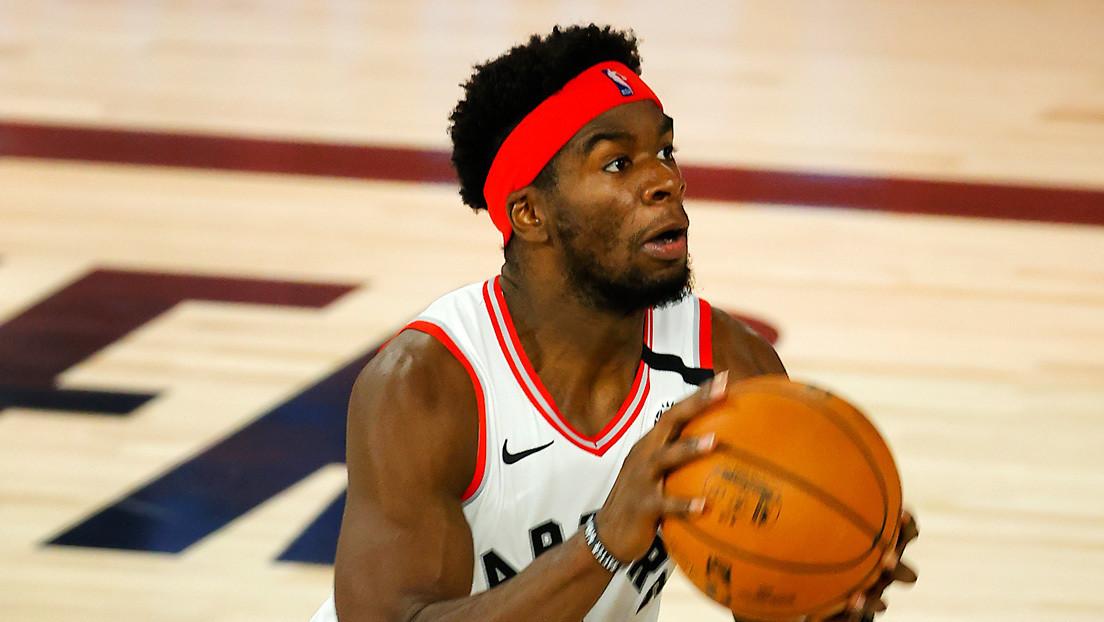 Arrestan a la estrella de la NBA Terence Davis acusado de golpear repetidamente a su exnovia en la cara