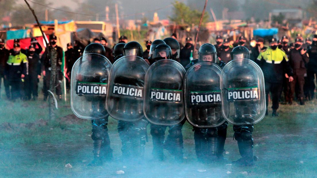 Balas de goma, gases lacrimógenos y más de 4.000 policías: el violento desalojo de familias de un terreno que provocó un debate en Argentina