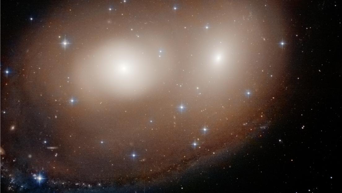 El telescopio Hubble toma una foto de dos galaxias de calabaza para Halloween