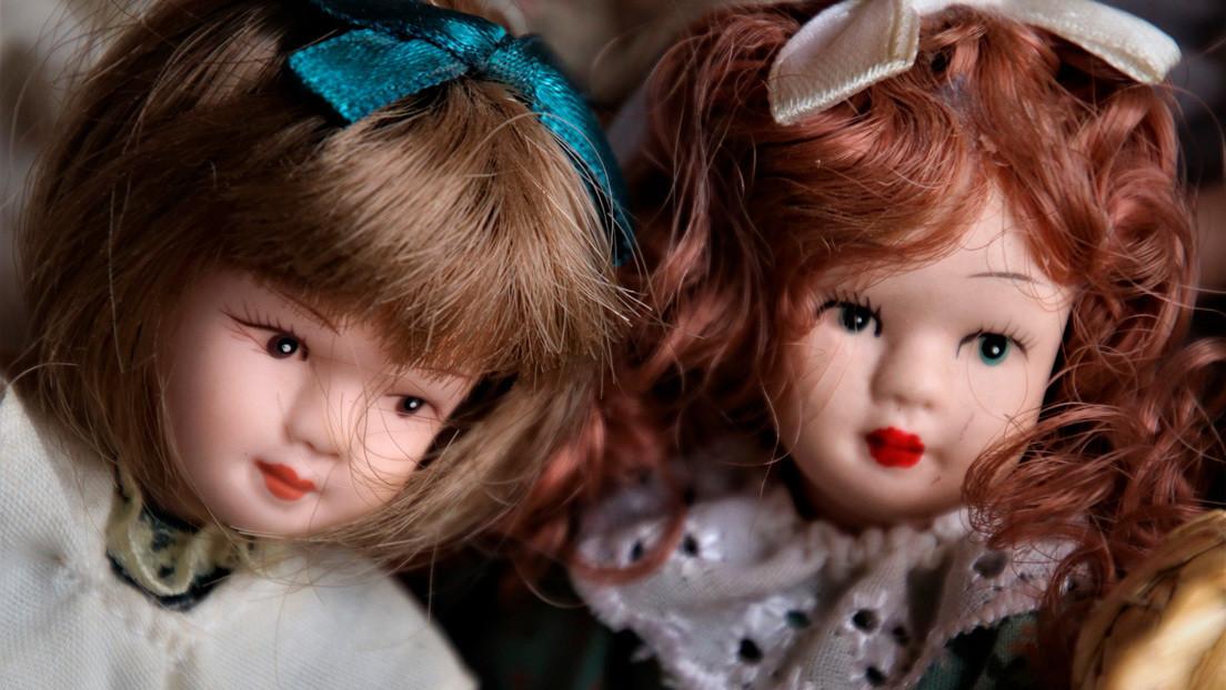 """VIDEO: Encuentra en su nueva casa una habitación secreta llena de muñecas """"espeluznantes"""""""