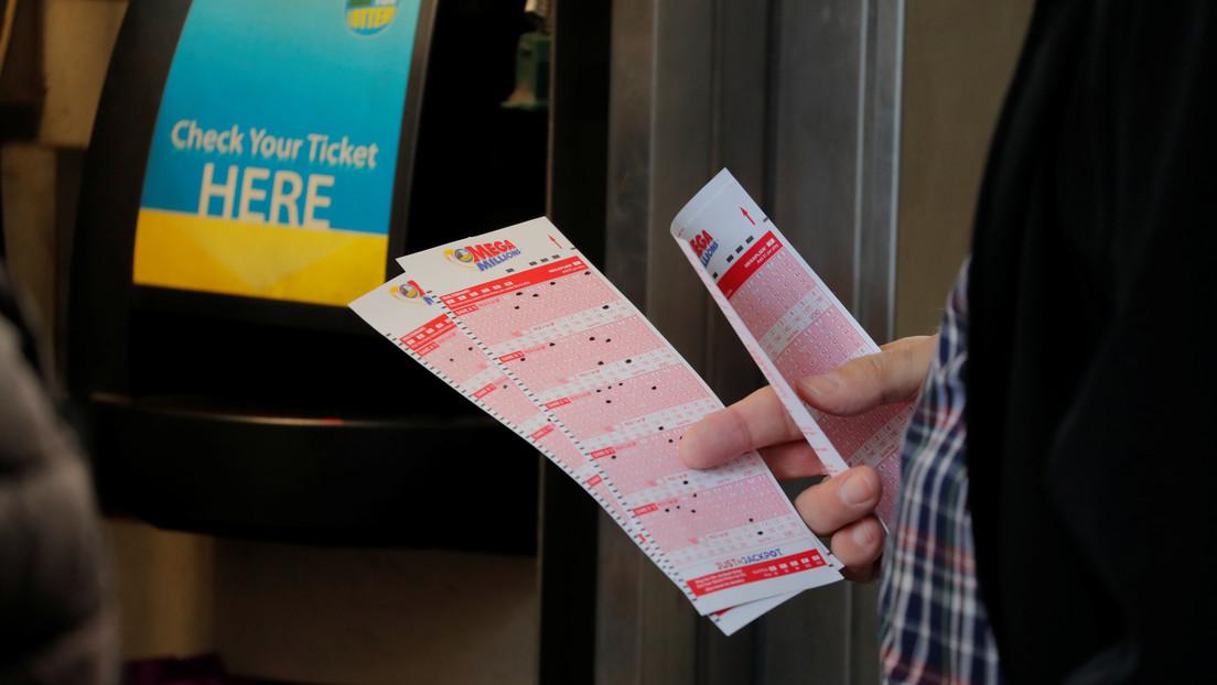 Un hombre gana la lotería y descubre que el premio es 1.000 veces mayor de lo que pensaba