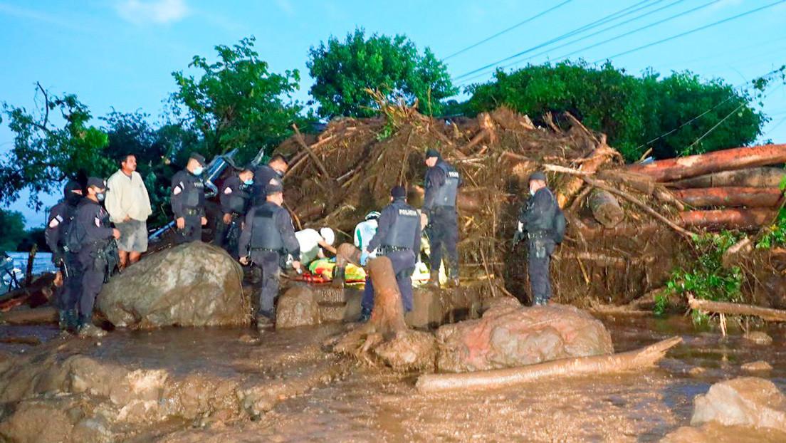 Al menos nueve muertos y más de 35 desaparecidos tras un corrimiento de tierra en El Salvador