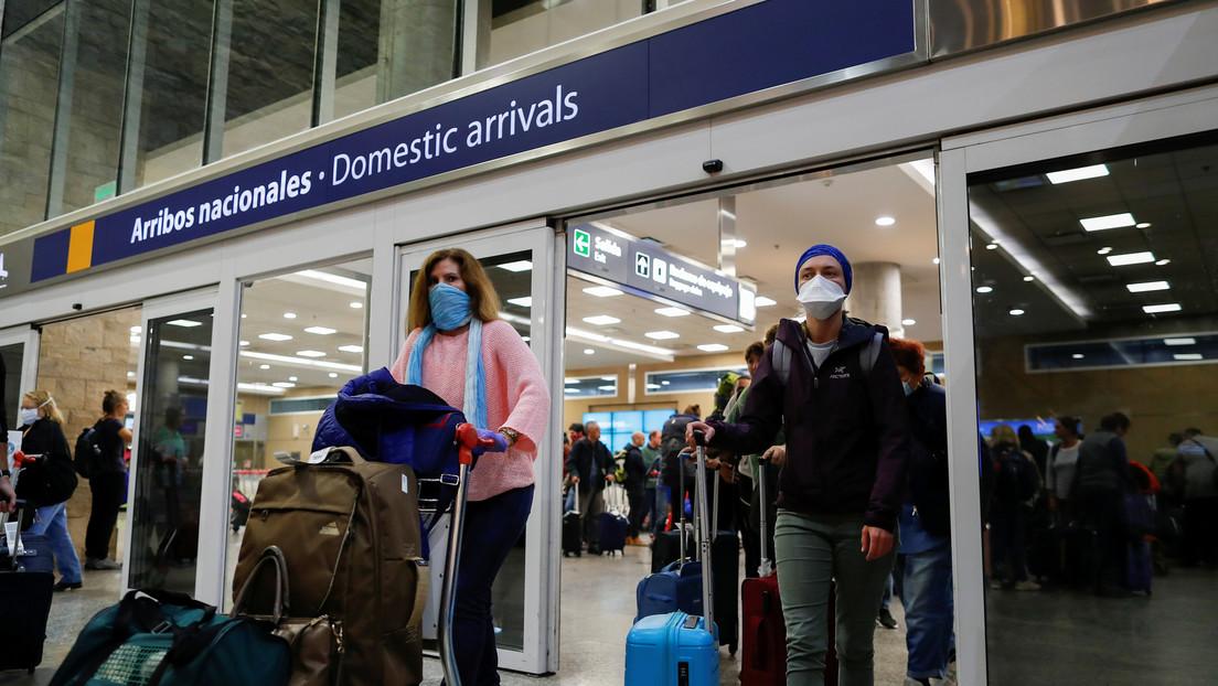 """Argentina autoriza el ingreso de turistas de países limítrofes por vía aérea y espera la llegada de """"100.000"""" brasileños"""
