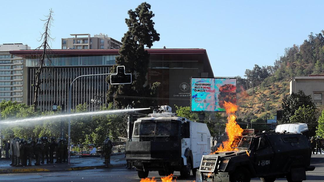Carabineros de Chile vuelven a reprimir una protesta en Santiago y detienen a 20 manifestantes