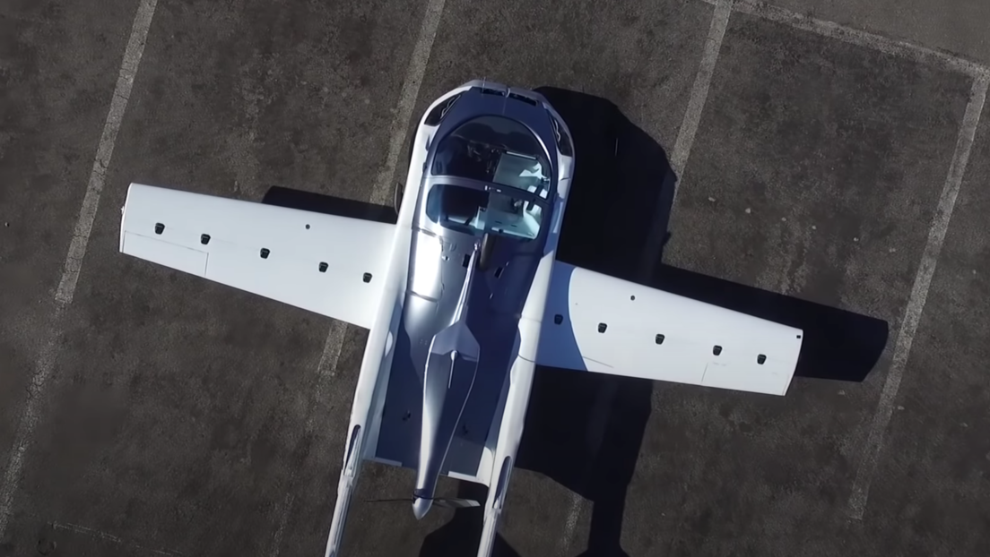 Primer vuelo de prueba del AirCar, el coche que se convierte en avión en tres minutos (VIDEO)