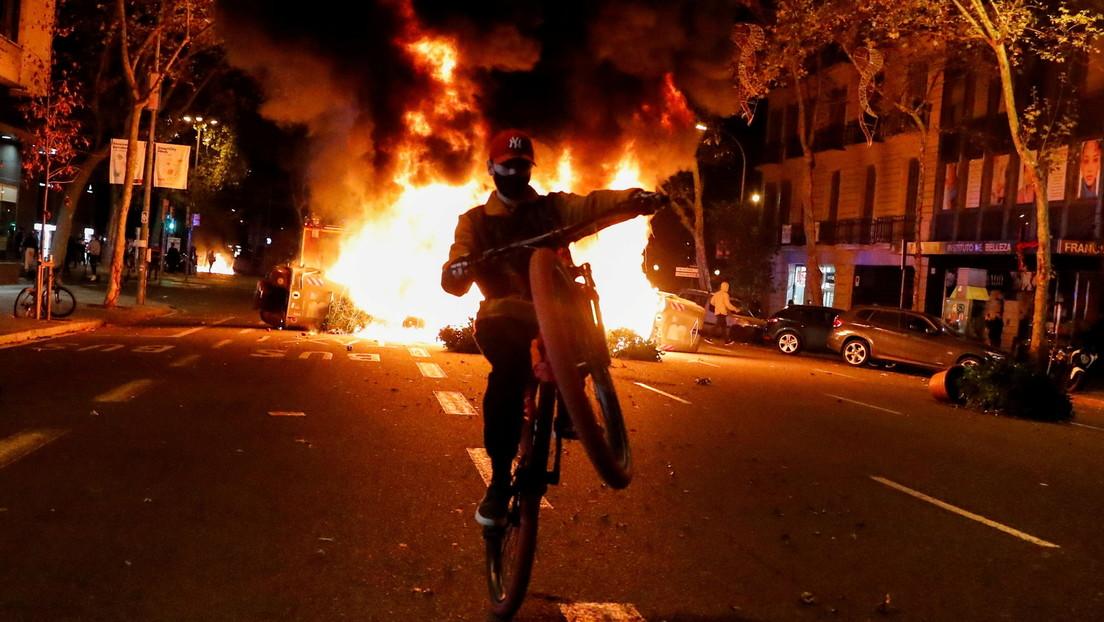 VIDEO, FOTOS: Violentas protestas contra las restricciones por coronavirus en Barcelona