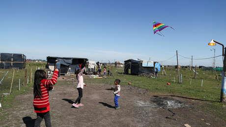 La tragedia social de la pobreza infantil que aumenta en Argentina y alcanza a más de la mitad de niñas y niños
