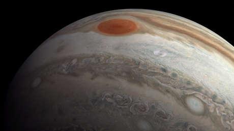 La NASA revela en un video cómo sería sobrevolar Júpiter