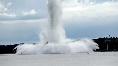 Explota una bomba de 5,4 toneladas de la Segunda Guerra Mundial mientras era desactivada bajo el agua por zapadores (VIDEO)