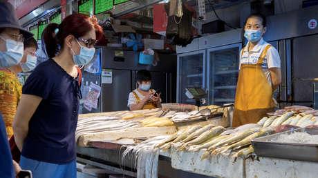 China: Determinan que se puede contraer covid-19 a través de los envases de alimentos congelados