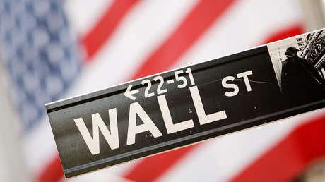 """La victoria de los demócratas en EE.UU. podría ser buena para el mercado de valores, pero el dólar """"acabará muerto"""", según un economista"""