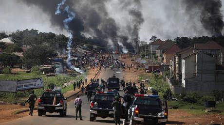 """Advertencia de la Policía en medio de violentas protestas en Nigeria: """"Los matones no tendrán días libres para matar, destruir y saquear viviendas"""""""