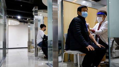 Las autoridades surcoreanas continuarán con las vacunaciones masivas a pesar de la muerte de 48 personas