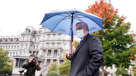 """El jefe de Gabinete de la Casa Blanca afirma que Estados Unidos """"no va a controlar la pandemia"""""""