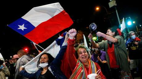 Por qué los mercados no celebran la aplastante victoria del 'Apruebo' en el plebiscito constitucional en Chile