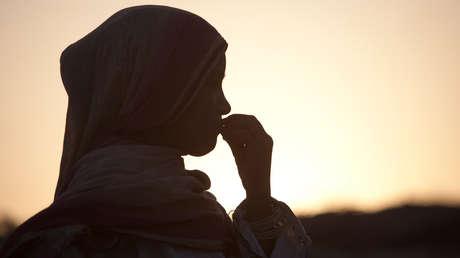 La Justicia de Pakistán acepta el matrimonio de un hombre de 44 años con una niña de 13 a la que raptó y obligó a convertirse al islam (FOTO)