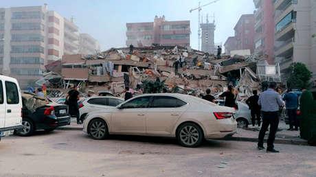 Al menos 39 muertos y más de 880 heridos: los estragos que causó el potente terremoto de 6,9 que sacudió Turquía y Grecia (VIDEOS)
