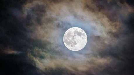 VIDEO: La 'luna azul' brilla en el cielo de Buenos Aires en la noche de Halloween