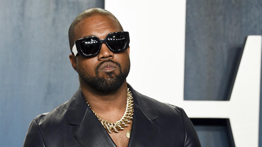 """Kanye West 'resucita' a su suegro para decirle a Kim Kardashian que se casó con el """"hombre más genial del mundo"""" (VIDEO)"""