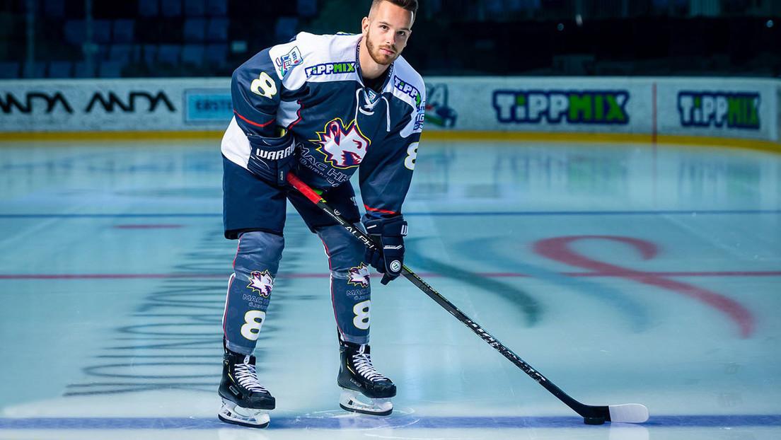 VIDEO: Un jugador de hockey rompe un enorme vidrio de protección celebrando su primer gol en la liga