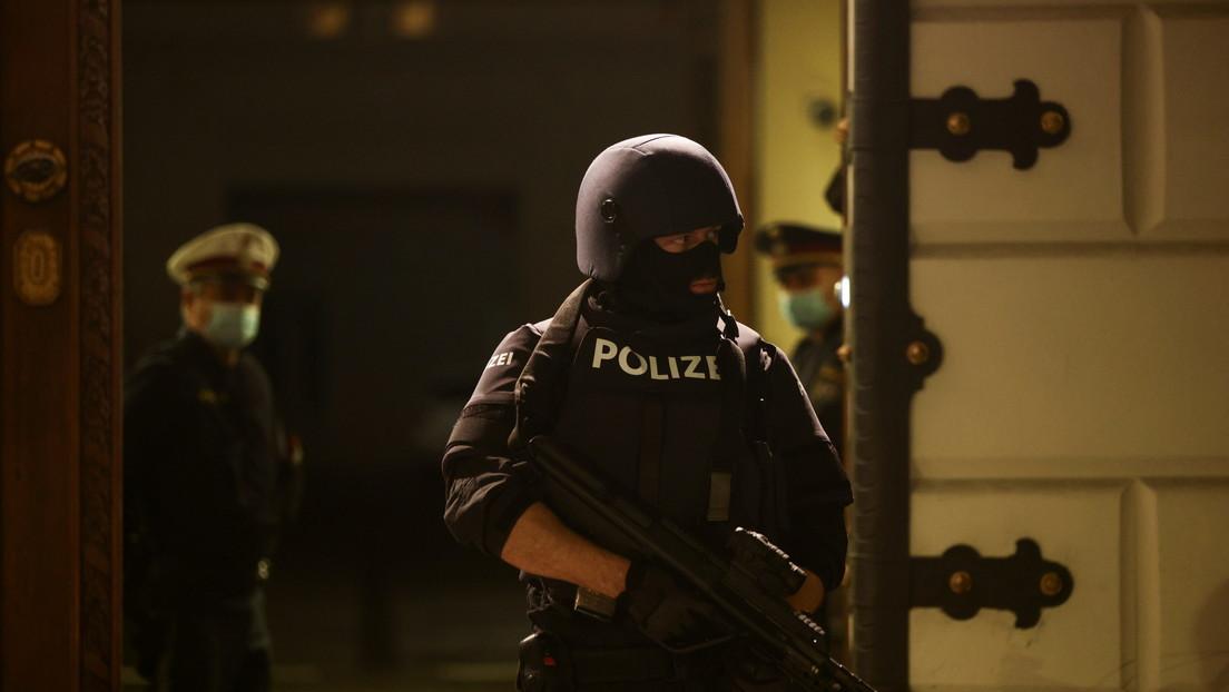 250 agentes de fuerzas especiales están buscando a al menos un atacante prófugo en Viena