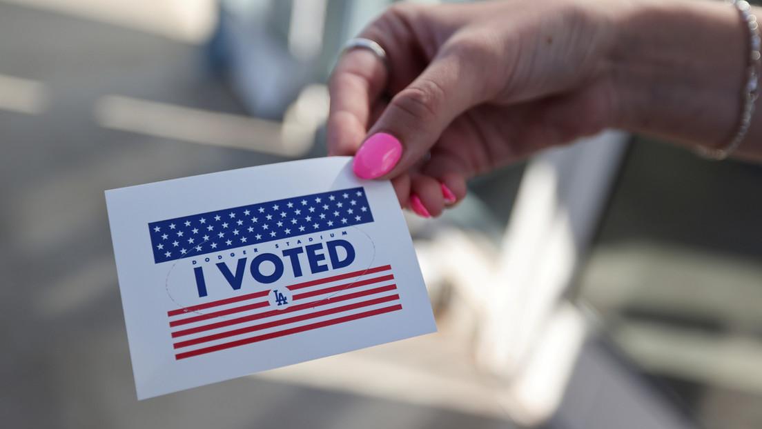 Investigan en California reportes de un supuesto lugar de votación falso