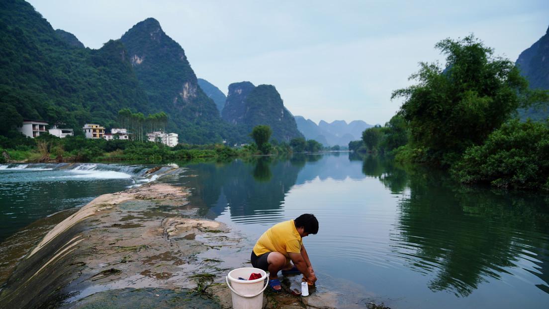 VIDEOS: Las aguas de un río se vuelven completamente verdes de un día para otro en China