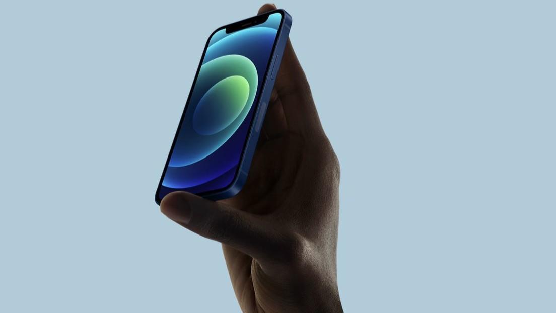 Apple limita la capacidad de carga inalámbrica para su iPhone 12 más barato