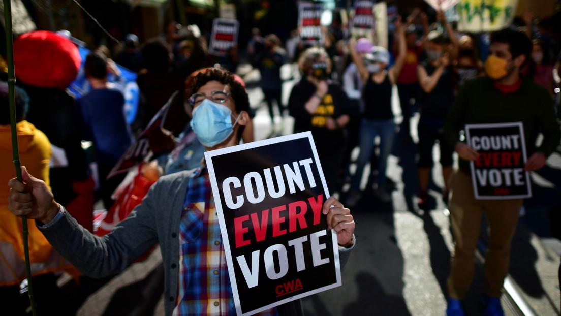 La campaña de Trump presenta otra demanda alegando que los observadores republicanos no obtienen acceso al recuento de votos en Filadelfia
