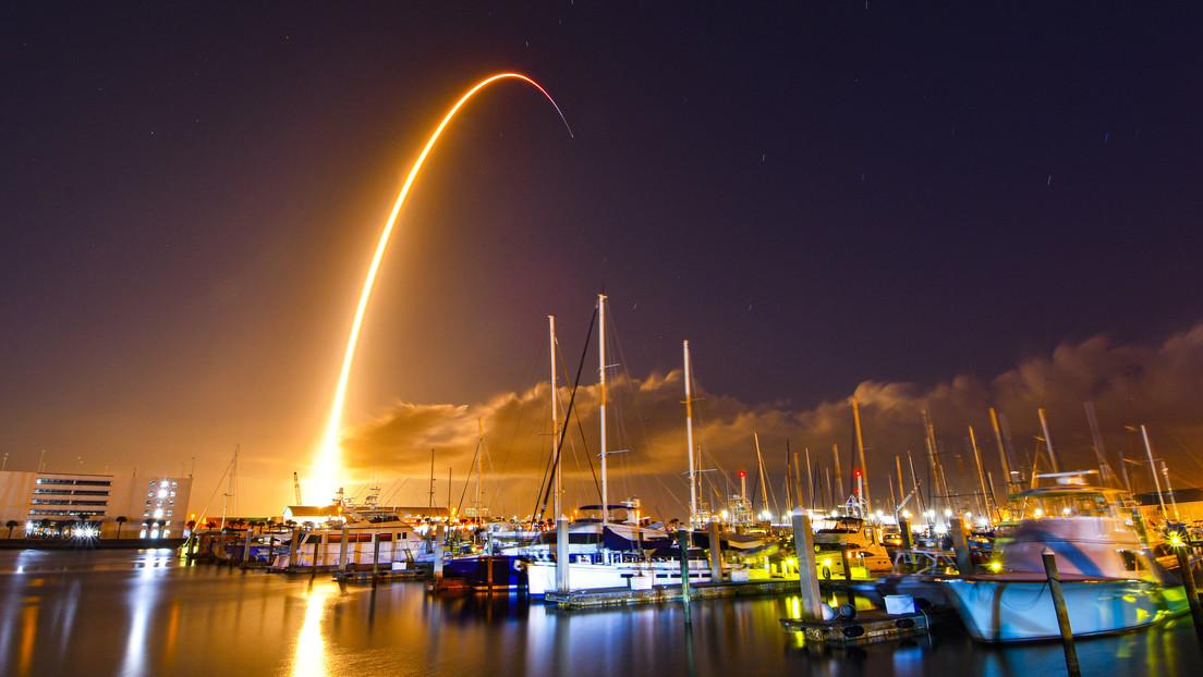 Video: SpaceX lanza un satélite avanzado en órbita para la Fuerza Espacial de EE. UU.