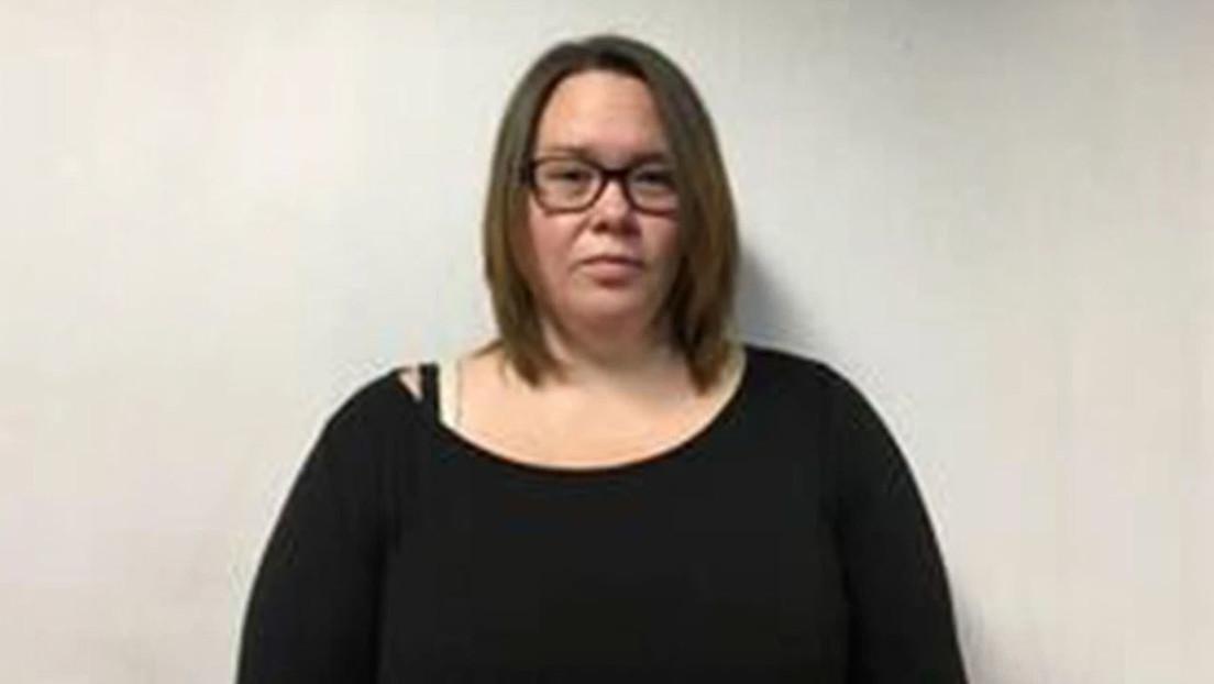 Condenan a prisión a una exmaestra sustituta por tener relaciones sexuales con dos alumnos en Alabama