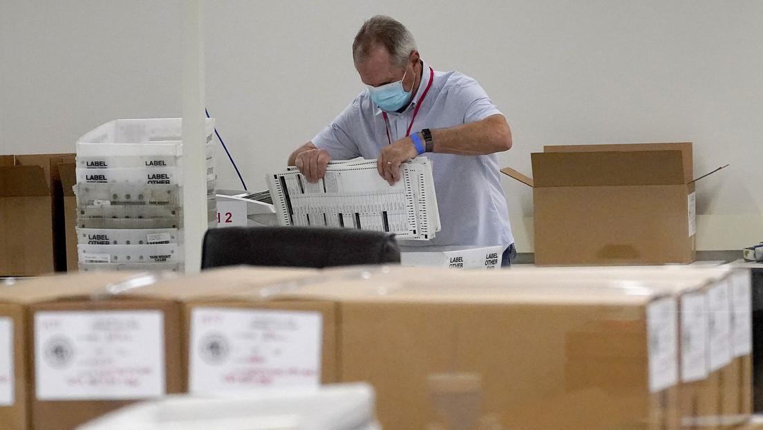 La campaña de Trump presenta una demanda por los votos no contados en Arizona