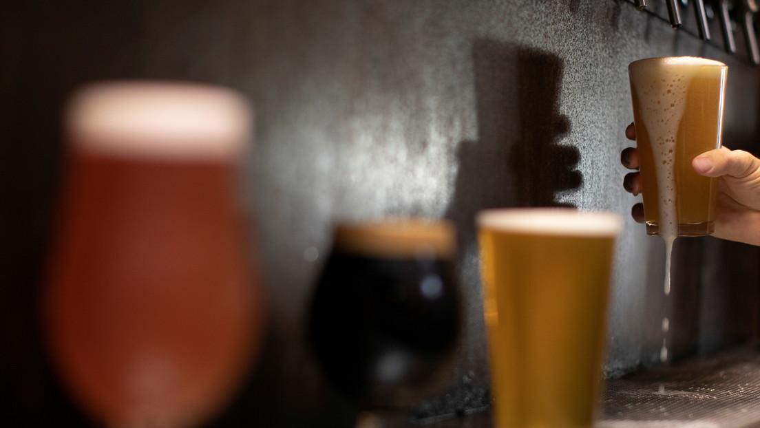 No pudieron vender la cerveza a causa del coronavirus y la convirtieron en ginebra