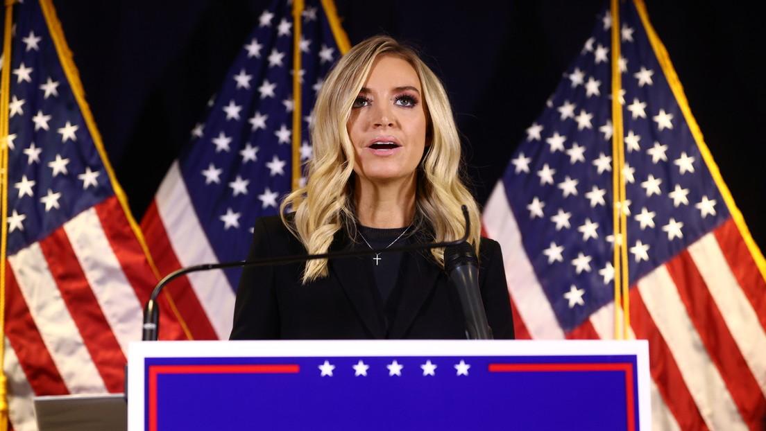 """""""No podemos seguir mostrando esto"""": Fox News interrumpe la transmisión en vivo de la portavoz de la Casa Blanca (VIDEO)"""