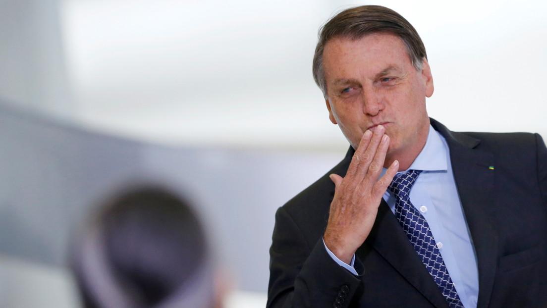 """""""Una más que Jair Bolsonaro gana"""": El presidente de Brasil celebra la suspensión de los ensayos de la vacuna china en su país"""