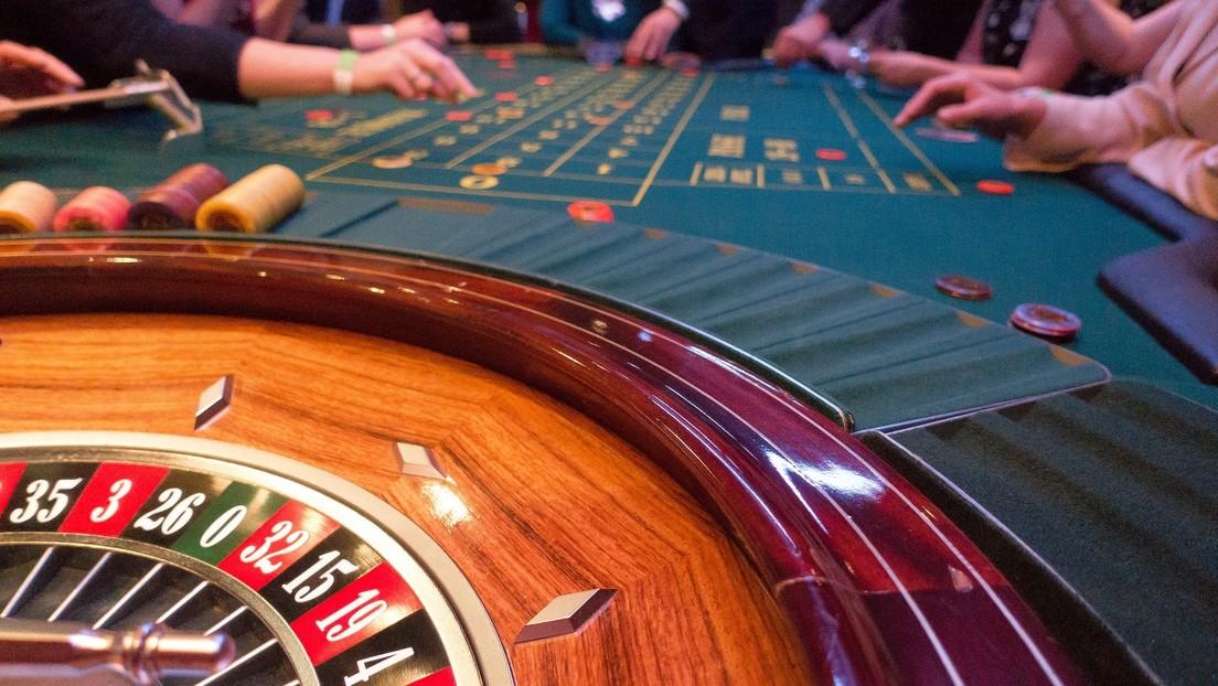 Se gasta a la ruleta  35 millones de dólares, gana un millón adicional, pero le pide al casino 330.000 de comisión