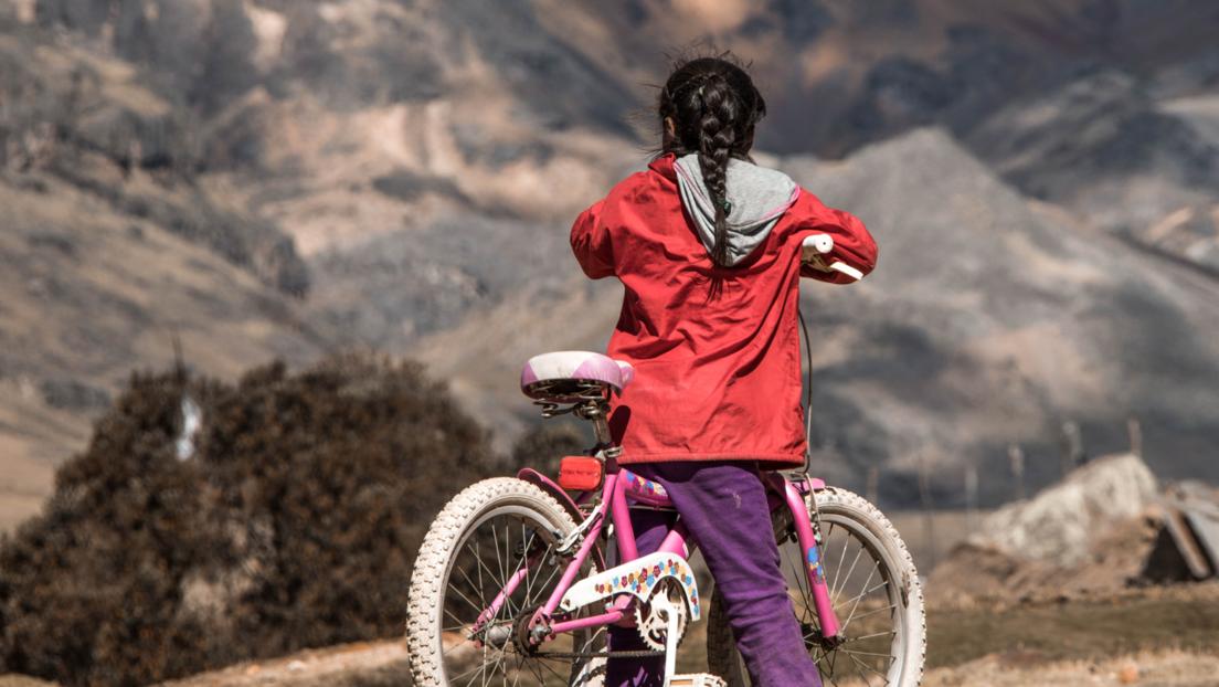 Cómo la donación de bicicletas ayudó a combatir la deserción y el bajo rendimiento escolar en la Sierra peruana