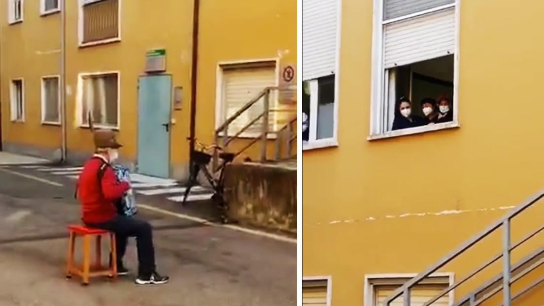 VIDEO: Un hombre de 81 años toca el acordeón frente al hospital donde está ingresada su mujer, a la que no puede visitar por el coronavirus