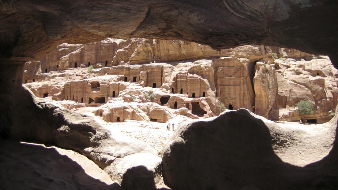 Hallan dos antiguas tumbas de insólita forma piramidal en China