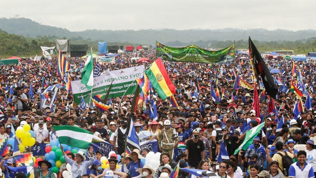 """""""Volvimos millones"""": Una multitudinaria marcha recibe a Evo Morales en la misma localidad de la que partió tras el golpe de Estado (VIDEO)"""
