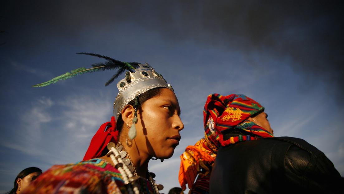 """""""Nuestro cuerpo es considerado como de sirvienta"""": La escritora maya Aura Cumes desvela el origen colonial del machismo en los pueblos indígenas"""